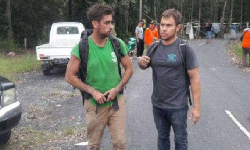 Mendaki Gunung Agung, Dua Turis Australia Diinterogasi Polisi Bali - JPNN.COM