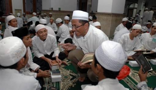 Sehari, Khatam Al Quran 1.590 Kali - JPNN.COM