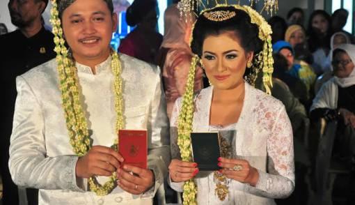 Putri Sultan Cirebon Nikahi Pemuda Biasa - JPNN.COM