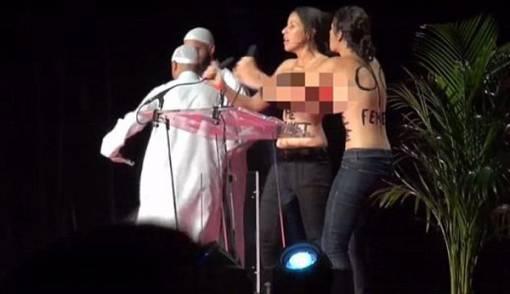 Geger! 2 Wanita Telanjang Dada Ceramah di Mimbar Konferensi Islam - JPNN.COM
