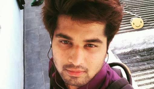 Pria Ganteng Ini Berhenti Kerja Demi Pecahkan Rekor Selfie - JPNN.COM