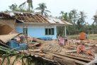 Puting Beliung Mengamuk Lima Menit, 60 Rumah Rusak - JPNN.COM