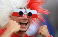 Lihat Foto-foto Kemeriahan Fans Jelang Laga Polandia vs Portugal - JPNN.com