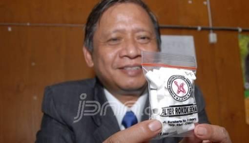 Profesor Sutiman Bambang Sumitro, Penemu Filter Rokok Sehat - JPNN.COM