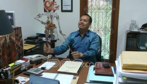 Rohmad Hadiwijoyo, Pengusaha yang Membungkus Kisah Politik dalam Wayang - JPNN.COM