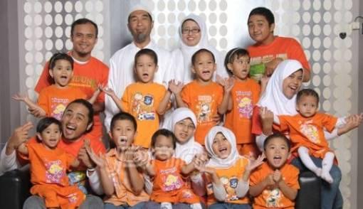 Yuli dan Ahmad Badawi, Pasangan yang Merawat 22 Anak Asuh - JPNN.COM