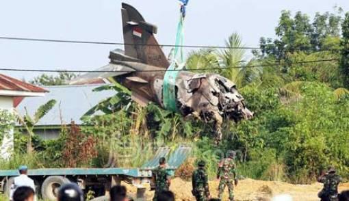 Bangkai Pesawat Tempur Hawk 200 Dievakuasi - JPNN.COM