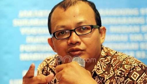 Pentolan ICW 'Econ' Ikuti Ujian Hakim Spesialis Perkara Korupsi