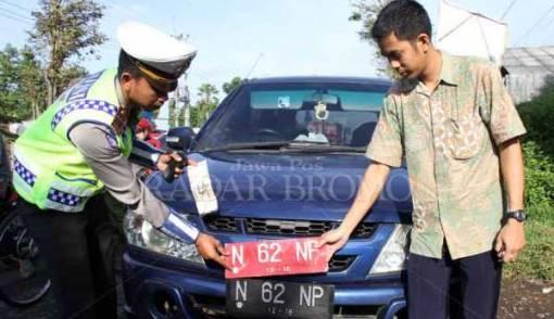 Kendaraan Pelat Merah Tak Kena Aturan Ganjil-Genap? - JPNN.COM