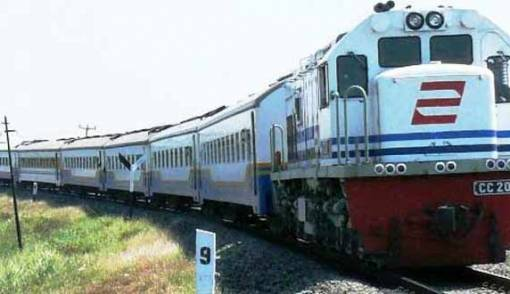 Kereta Api Logistik Mulai Angkut Semen Baturaja - JPNN.COM