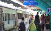 H+1 Lebaran, Arus Mudik Masih Terjadi di Stasiun Pasar Senen - JPNN.COM