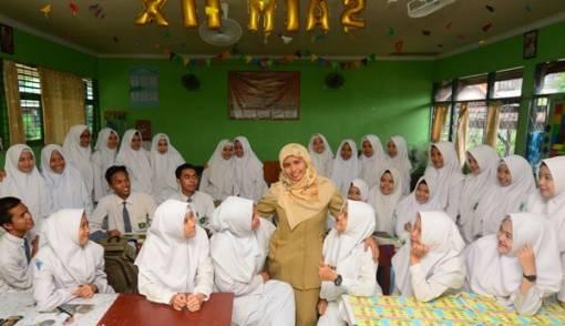 SMA/SMK Dikelola Pemprov, Guru Khawatir Dimutasi Jauh - JPNN.COM