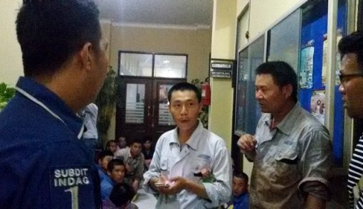 Kampung TKA Tiongkok Digerebek, 62 Kabur, 18 Ditangkap - JPNN.COM