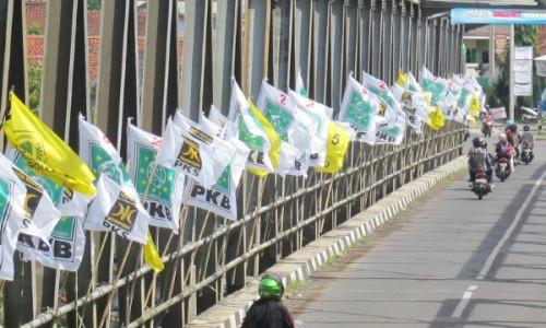 Panwaslu Copot Baliho Kampanye Nakal