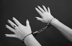 Istri Pembunuh Suami di Depan 3 Anaknya Itu Dibekuk Polisi - JPNN.com