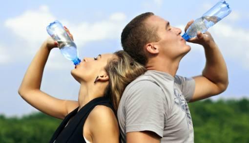 Minum Saat Makan, Merugikan Sistem Pencernaan? - JPNN.COM