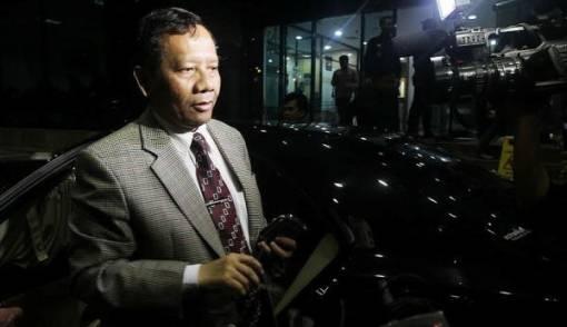 Bursa Cawapres Pendamping Jokowi, Mahfud MD Senyum - JPNN.COM