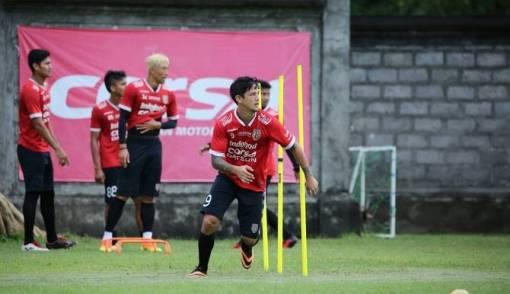 Irfan Bachdim Perpanjang Kontrak 3 Tahun di Bali United - JPNN.COM
