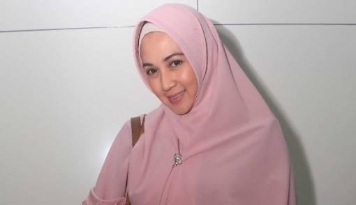 Pisah Rumah 2 Tahun, Dina Lorenza Resmi Bercerai - JPNN.COM