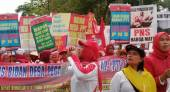Keppres Pengangkatan CPNS Bidan Desa PTT Sudah di Setneg - JPNN.COM