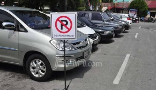 Anggota Dewan Protes Tarif Parkir Mal Seenaknya - JPNN.COM