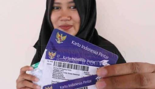 1.210 Siswa di Sumenep Dapat Kartu Indonesia Pintar - JPNN.COM