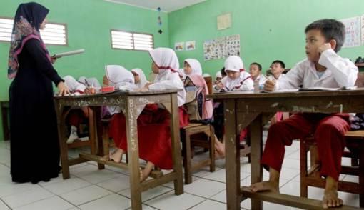 Kekurangan 4.490 Guru PNS, Harus Segera Lakukan Rekrutmen - JPNN.COM