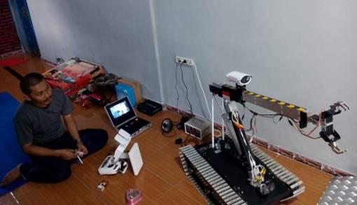 Hebat! Tamatan SMP Ciptakan Robot Penjinak Bom - JPNN.COM