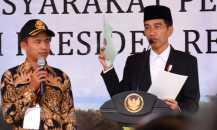 Warga Jakarta Utara Terima Sertifikat dari Jokowi