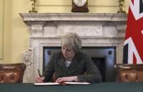 Theresa May Berpotensi Terjegal Backstop - JPNN.COM