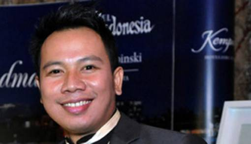 Diduga Bawa kabur Berlian, Ibunda Vicky Prasetyo Dipolisikan - JPNN.COM