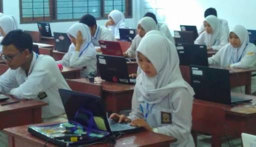 Sebanyak 120 Siswa SMA di Bekasi Terpaksa Ikut UNBK Susulan - JPNN.COM