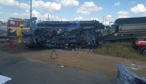 Minibus Hantam Truk, Meledak, 20 Anak Tewas - JPNN.COM