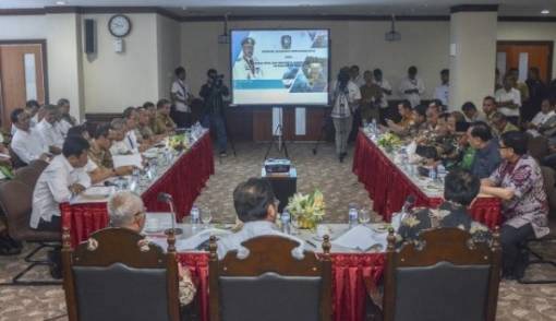 Komisi II DPR dan Pemprov Kepri Sepakat Bentuk Pansus Batam - JPNN.COM