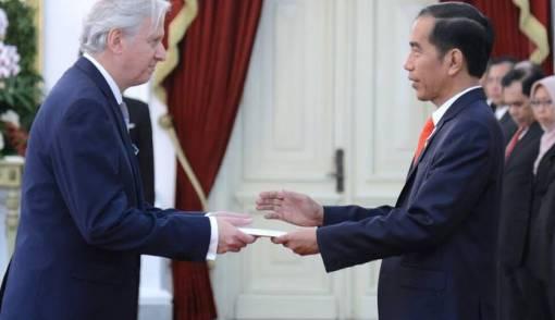 Jokowi Terima Surat Kepercayaan dari Lima Negara Sahabat - JPNN.COM
