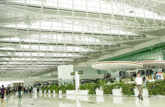 2 Wanita Tiongkok Hanya Pakai BH di Bandara Balikpapan - JPNN.com