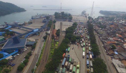 ASDP Sesalkan Aksi Protes Supir Truk di Pelabuhan Merak - JPNN.COM