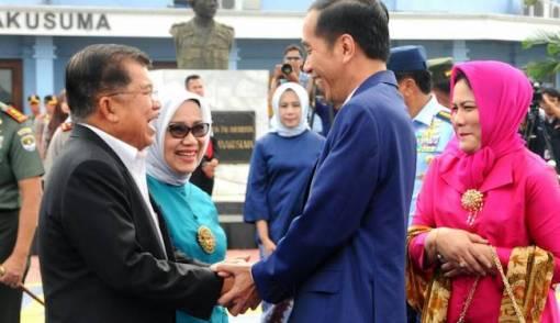 Jokowi dan JK Pamer Keakraban di Halim, Nih Fotonya - JPNN.COM