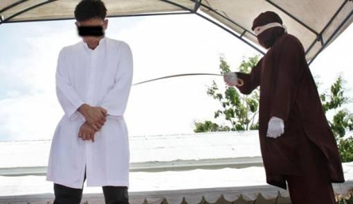 Dua Gay Ketangkap Warga Itu akan Dihukum Cambuk 87 Kali - JPNN.COM