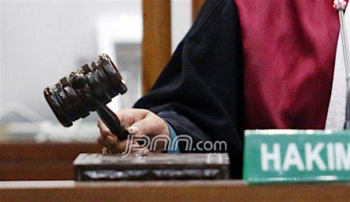 Ingat Anak, Preman Menangis di Depan Hakim - JPNN.COM