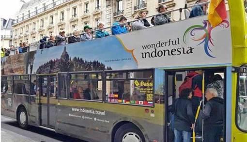 Wow, 16 Bus di Paris Dibranding Wonderful Indonesia - JPNN.COM