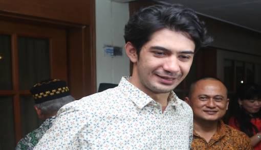 Reza Rahadian jadi Wartawan - JPNN.COM
