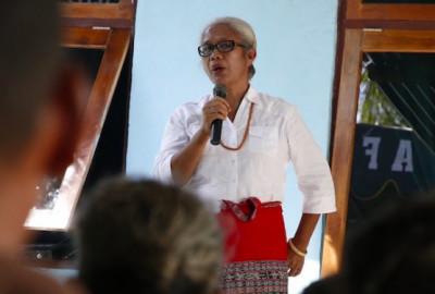 Mama Emi Janji Bawa Keberhasilan Marianus Sae di Ngada