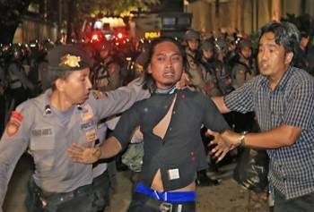 Rekapitulasi Suara Pilkada Kota Makassar, Ada Pemukulan?