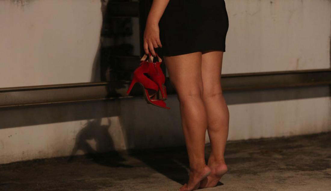 Model saat melakukan sesi pemotretan. Foto: Ricardo - JPNN.com