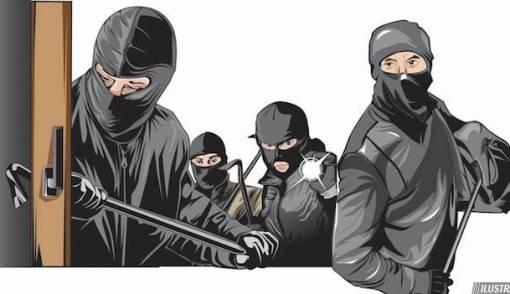 Sasar Minimarket, Rampok Ancam Lubangi Kepala Pegawai - JPNN.COM