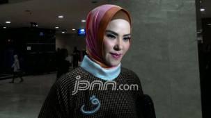 Pengakuan Angel Lelga Soal Pria di dalam Kamarnya - JPNN.COM