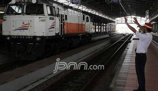 Brebes Banjir, 6 Jadwal KA Terlambat Berangkat - JPNN.COM