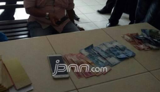 Dua Oknum Ditpam BP Batam Ditangkap Saat Terima Pungli - JPNN.COM