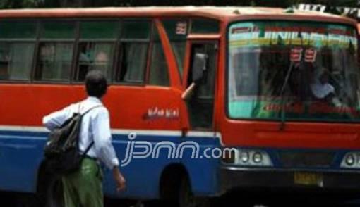 Sandi Bakal Tertibkan Metromini Ngebul - JPNN.COM